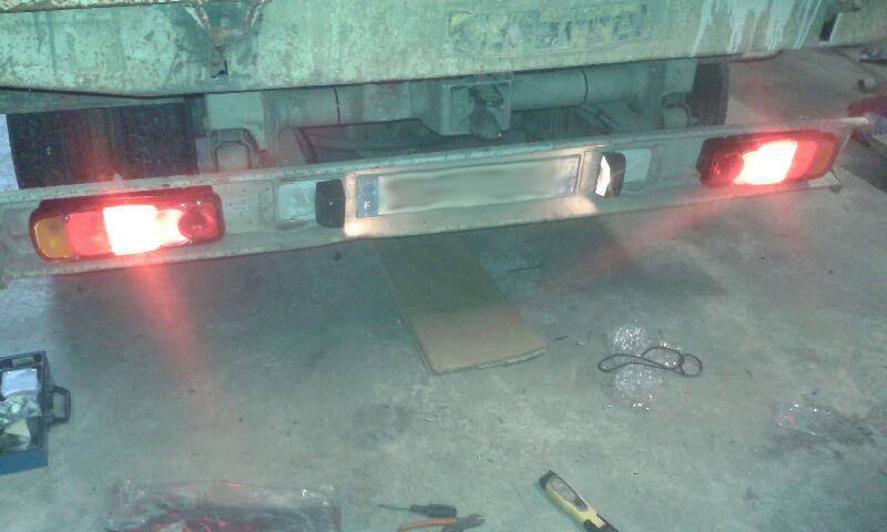 Remplacement des feux arrière sur Renault B80